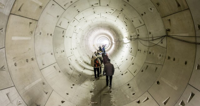 Den otevřených dveří stavby metra V.A