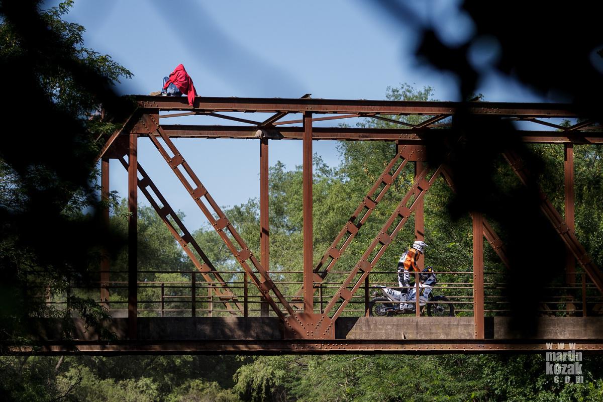 Našel jsem lepší pohled na tento železný most, ale bahno bylo proti