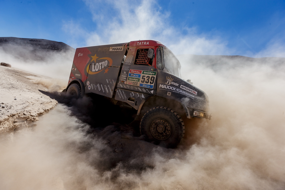 Když přijel kamion, nebylo o prach nouze
