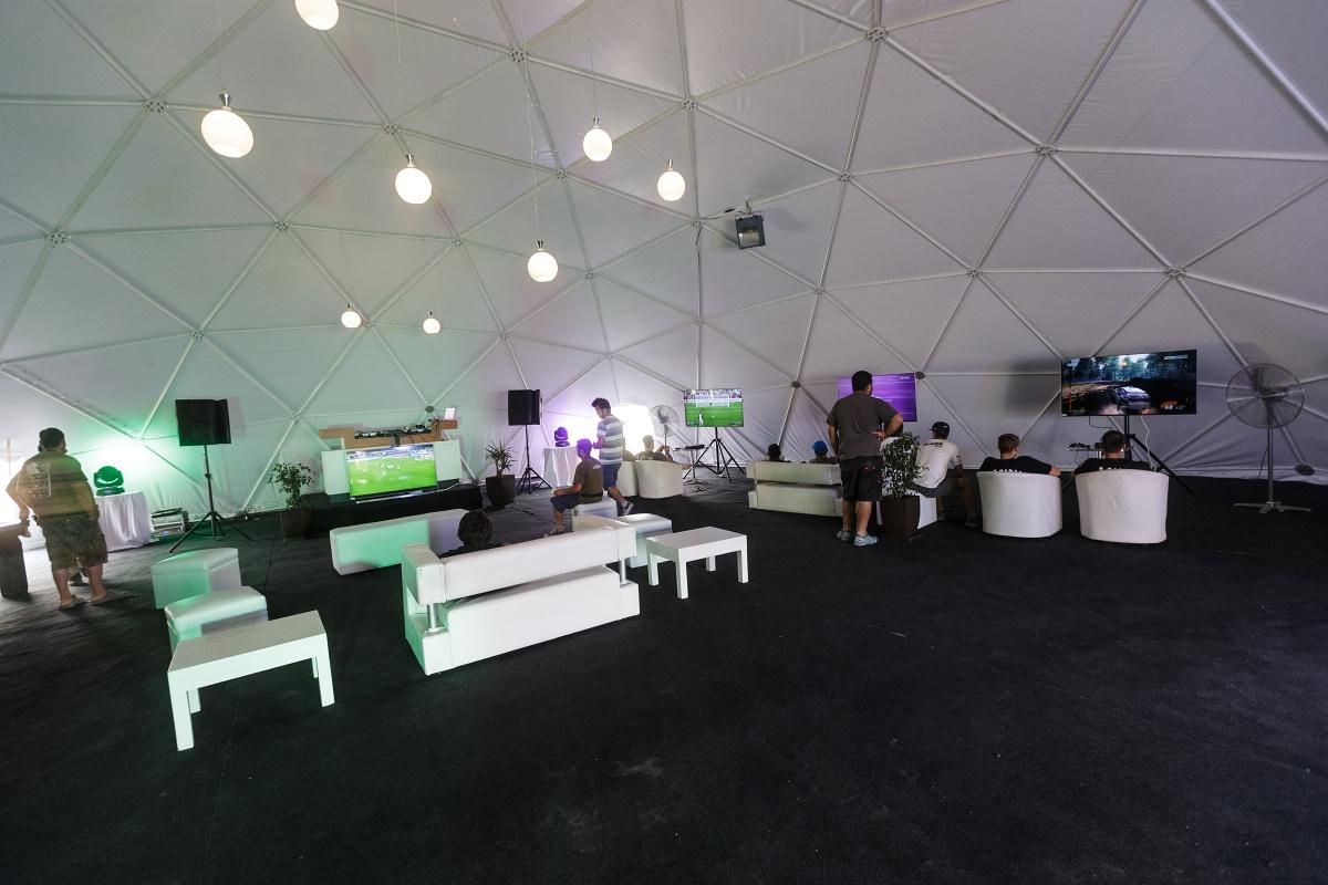 Relax centrum v bivaku v Iquique. Ve vedlejším stanu bylo fitko, ještě vedle vířivka a masáže