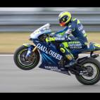 Valentino Rossi slaví v závodě MotoGP v Brně. Fotografováno z diváckého svahu a se štěstím se mi povedl panning.