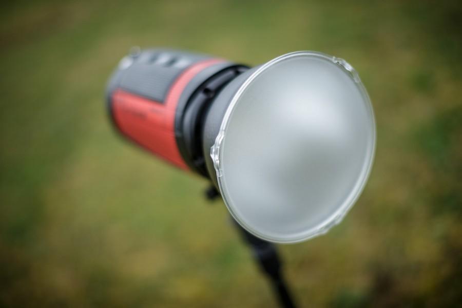 Přídavný difusor se nasazuje na reflektoru