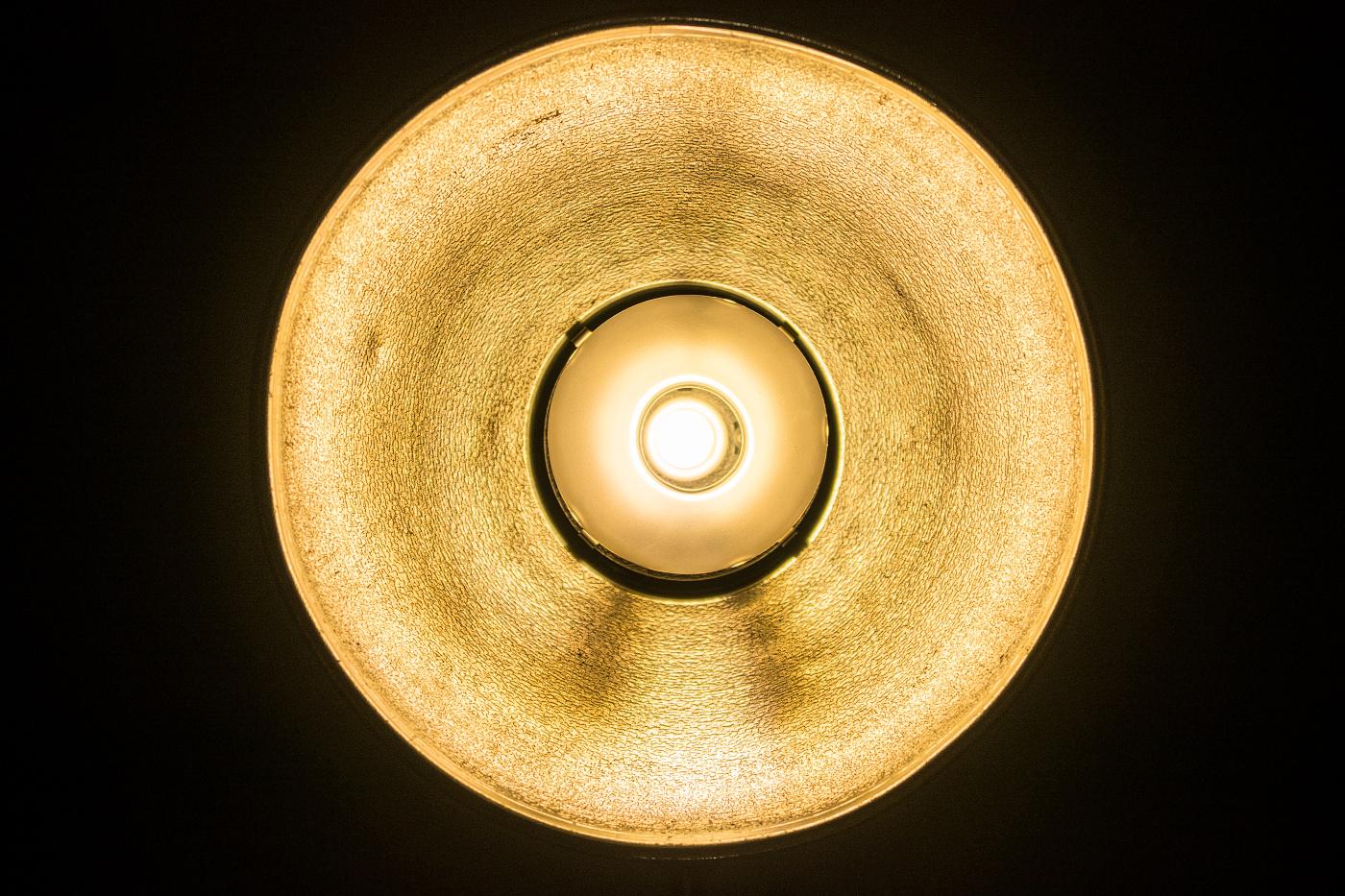 Sytě žluté modelovací světlo